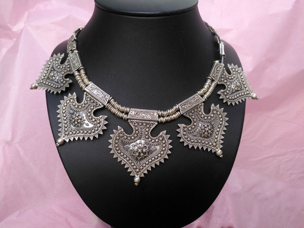 Collar etnico artesanal elaborado en plata de 1a. ley.. Ref. TCO