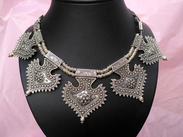 Collar etnico artesanal elaborado en plata de 1a. ley.. Foto 2