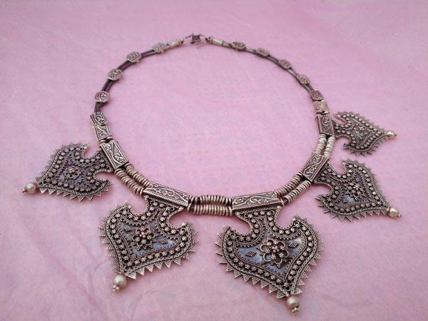 Collar etnico artesanal elaborado en plata de 1a. ley.. Foto 3