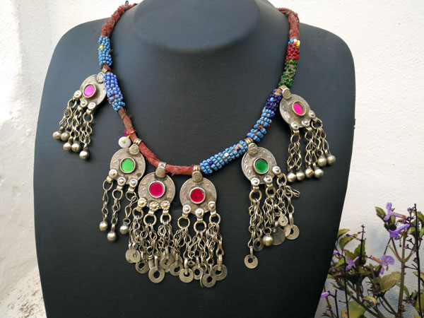Old ethnic handmade necklace.. Foto 1