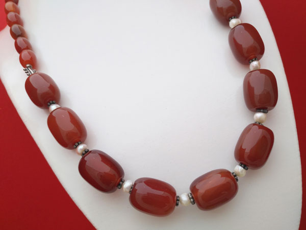 Carnelian Agate, Pearls and Sterling silver necklace.. Foto 2