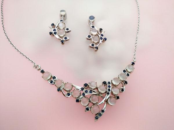 Elegant Elizabethan set of Sterling silver choker and earrings, Sapphires and Adularias gemstones.. Foto 2