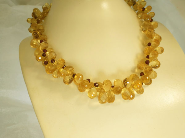 Quartz and tourmaline necklace with gold clasp.. Foto 2