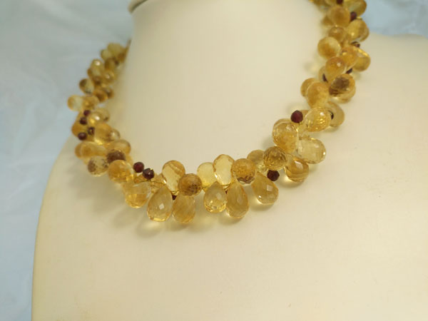 Quartz and tourmaline necklace with gold clasp.. Foto 3