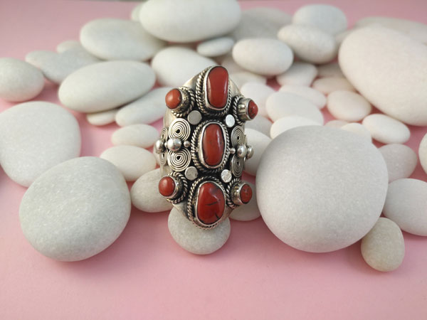 Coral and Sterling silver ethnic ring.. Foto 1