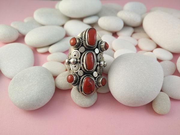 Anillo etnico artesanal de plata y Corales.. Foto 1