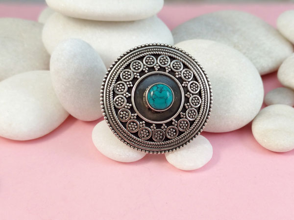 Turquoise and Sterling silver ethnic ring.. Foto 1