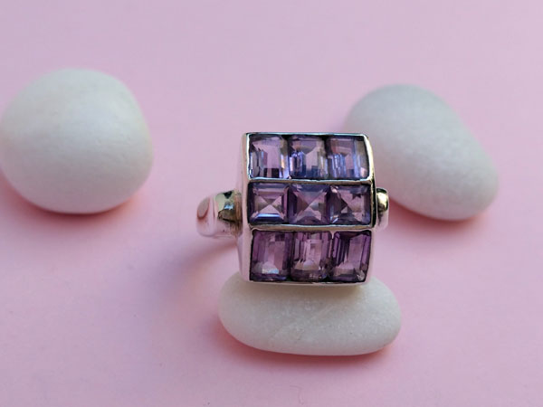 Sterling silver ring with amethyst gems.. Foto 1