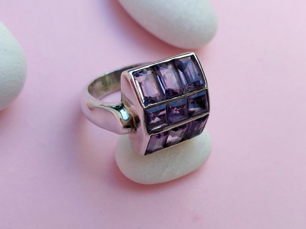 Sterling silver ring with amethyst gems.. Foto 3