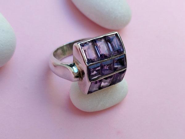 Anillo de plata y gemas de amatistas.. Foto 3