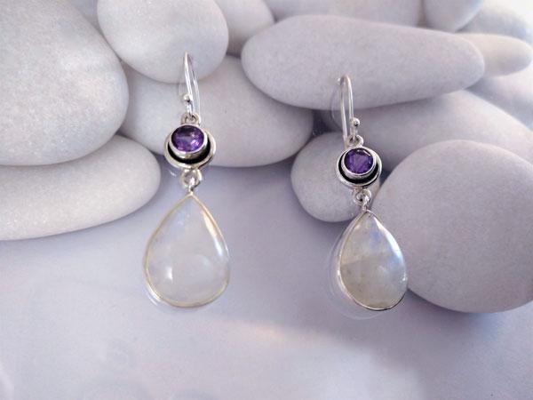 Pendientes artesanales de plata con gemas de Piedra de Luna y Amatista.. Ref. TED