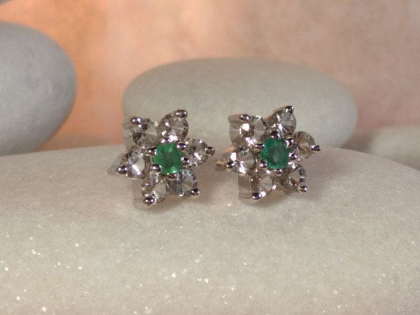 Vintage handmade Sterling silver with Emerald and Topaz earrings.. Foto 1