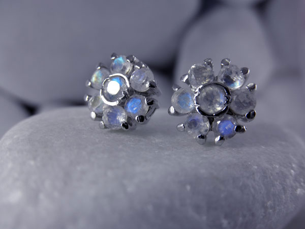 Vintage handmade Sterling silver with faceted Moonstone gemstones earrings.. Foto 1