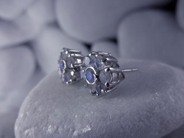 Pendientes artesanales de plata y gemas facetadas de Piedra de luna.. Foto 2