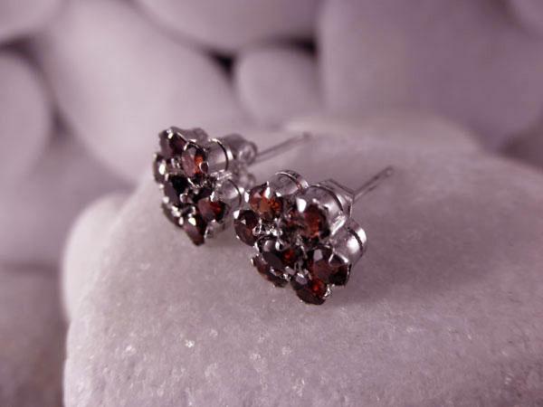 Vintage handmade Sterling silver with Garnet faceted gemstones earrings.. Foto 2