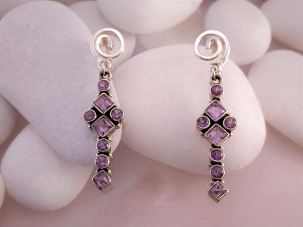 Pendientes artesanales de plata y gemas facetadas de Amatista.. Foto 1