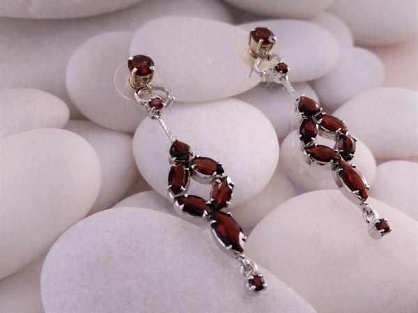 Garnet and sterling silver earrings.. Foto 2