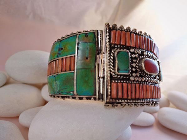 Ethnic Tibetan pendant.. Foto 3
