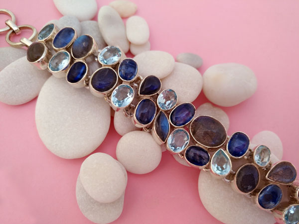 Sterling silver bracelet whit gems of aquamarine and tanzanite.. Foto 2