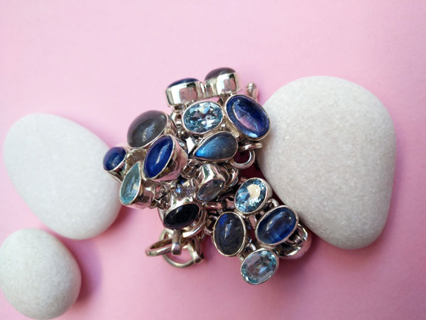 Sterling silver bracelet whit gems of aquamarine and tanzanite.. Foto 3