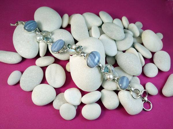 Pulsera artesanal de plata de ley y gemas.. Foto 1