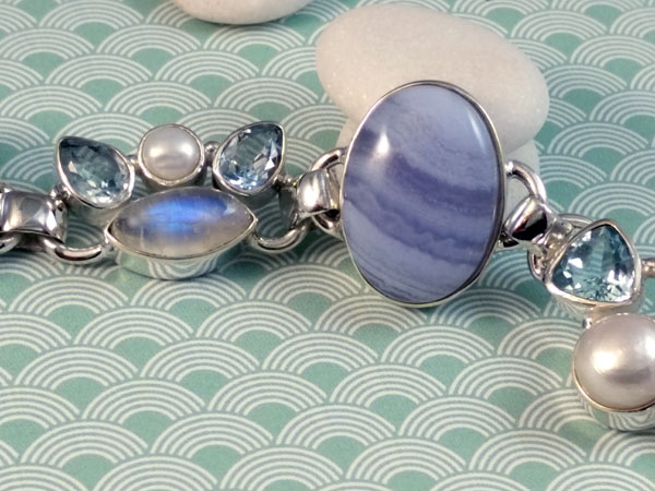 Sterling silver bracelet with gemstones.. Foto 3