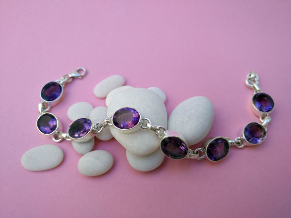Faceted Amethyst and Sterling silver bracelet.. Foto 1