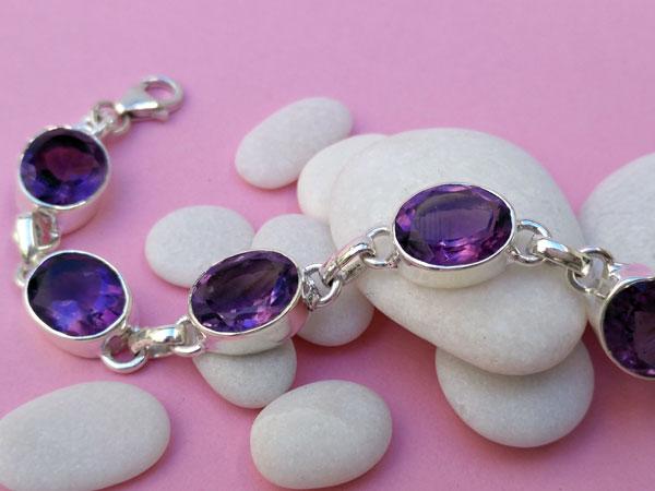 Pulsera artesanal de plata y y gemas de Amatista facetadas.. Foto 2