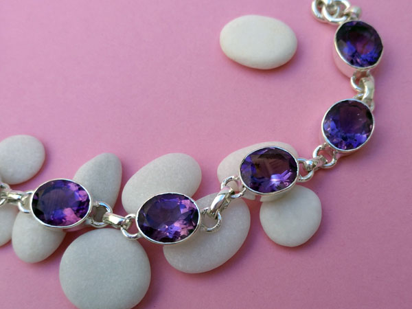 Faceted Amethyst and Sterling silver bracelet.. Foto 3