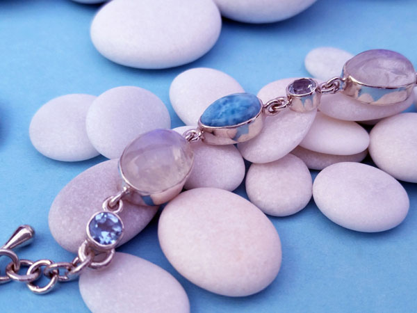 Awesome ethnic bracelet made of sterling silver and Moonstone, Aquamarine and Larimar from the Dominican Republic. Foto 1