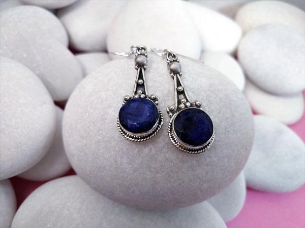 Pendientes artesanales etnicos de plata y Lapis lazuli facetados.. Ref. TGA