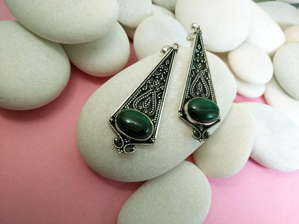 Pendientes artesanales de plata con gemas de Malaquita.. Ref. TGD