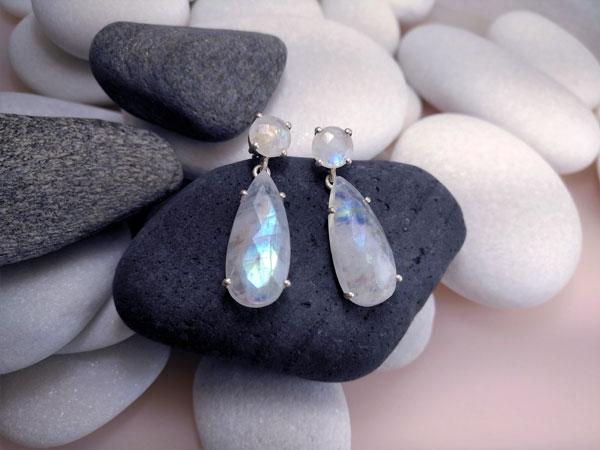 Pendientes de plata y gemas de Piedra de luna.. Ref. TGM