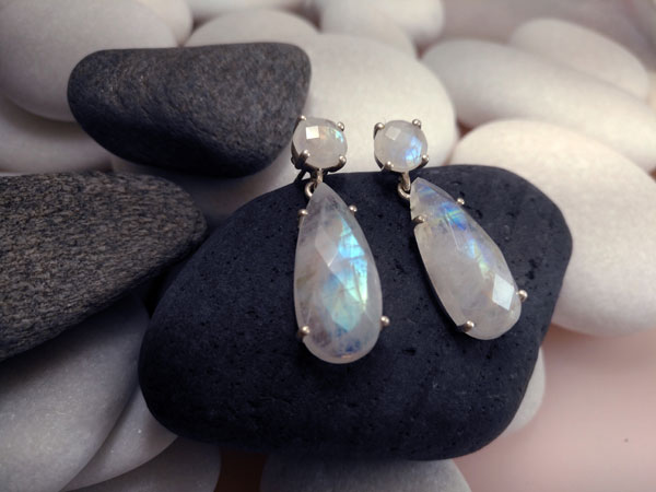 Moonstone and Sterling silver ethnic earrings.. Foto 2