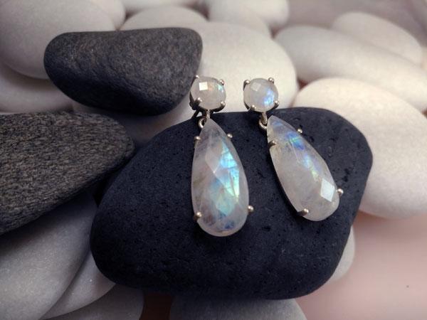 Pendientes de plata y gemas de Piedra de luna.. Foto 2