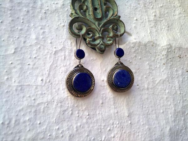 Pendientes artesanales de aleacion de plata y Lapis lazuli.. Foto 1