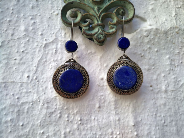 Pendientes artesanales de aleacion de plata y Lapis lazuli.. Foto 2
