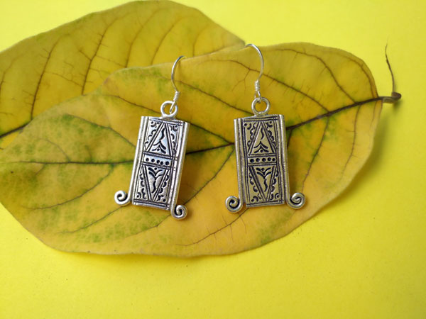 Tuareg traditional earrings, handcrafted on Sterling silver.. Ref. TGT