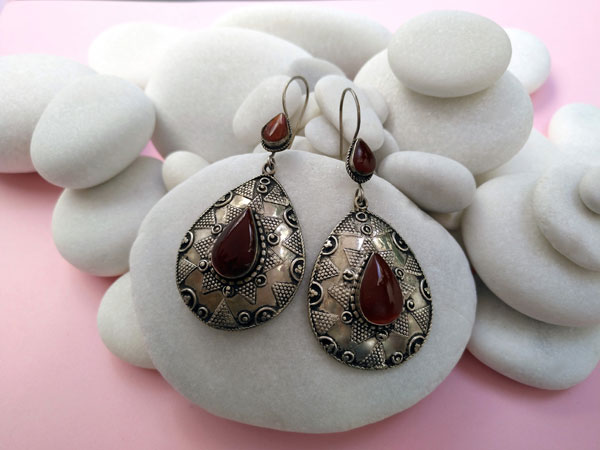 Antique earrings made of silver alloy and Carnelian Agate.. Foto 1