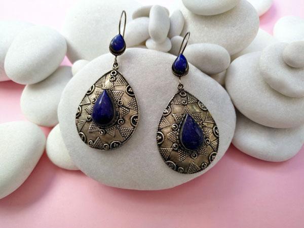 Pendientes artesanales antiguos de aleacion de plata y Lapis lazuli.. Foto 1