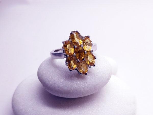 Anillo de plata y gemas facetadas de cuarzo citrino.. Ref. TIE