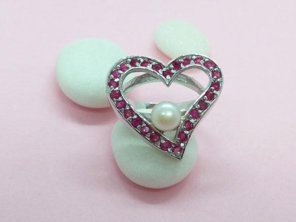 Anillo de plata, rubis y perla.. Foto 1