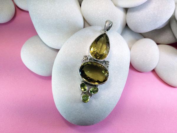 Colgante de plata con gemas de Cuarzo y Peridoto.. Ref. TLI