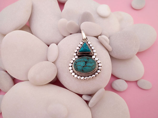 Tibetan Turquoises and Sterling silver pendant.. Foto 2