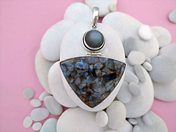 "Sterling silver pendant with copper Calcite and Sapphire ""cat's eye"".. Foto 2"