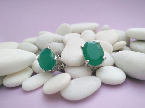 Elegantes pendienes de plata y jade verde.. Foto 1