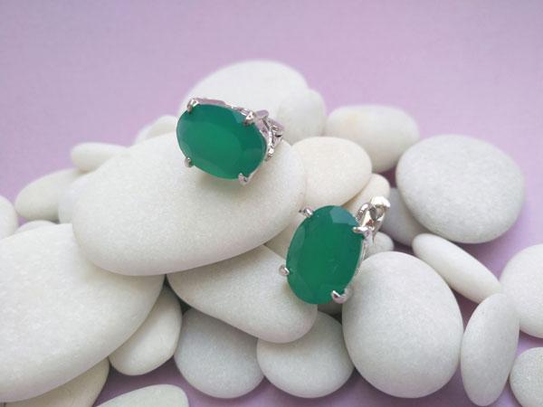 Elegantes pendienes de plata y jade verde.. Foto 2