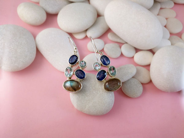Sterling silver earrings and gems of Sapphires, Aquas and Labradorite.. Foto 1