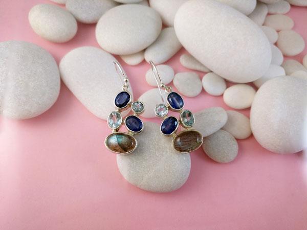 Pendientes de plata y gemas de Zafiros, Aguamarinas y Labradorita.. Foto 1