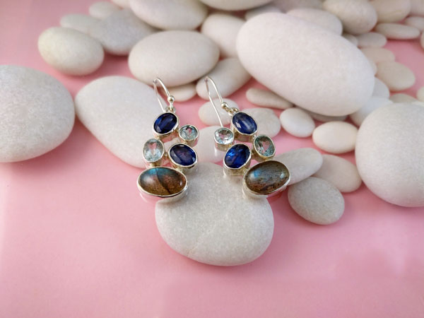 Sterling silver earrings and gems of Sapphires, Aquas and Labradorite.. Foto 2